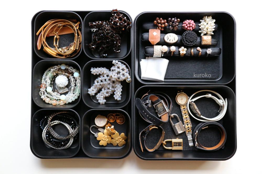 100均のケースを使った指輪と時計の収納