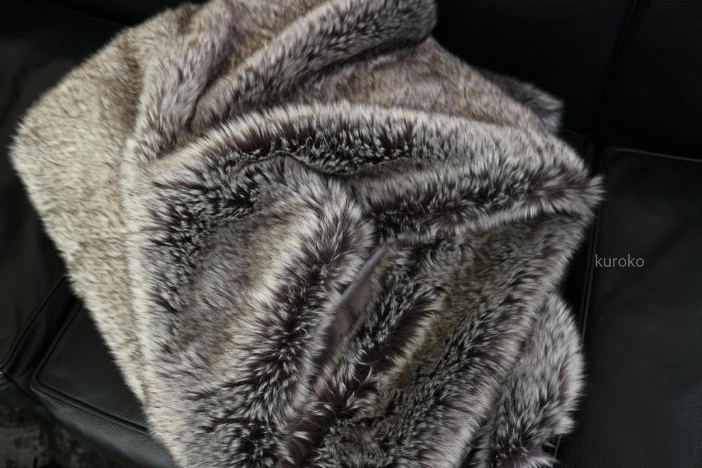 洗濯してフカフカになったファーのブランケット