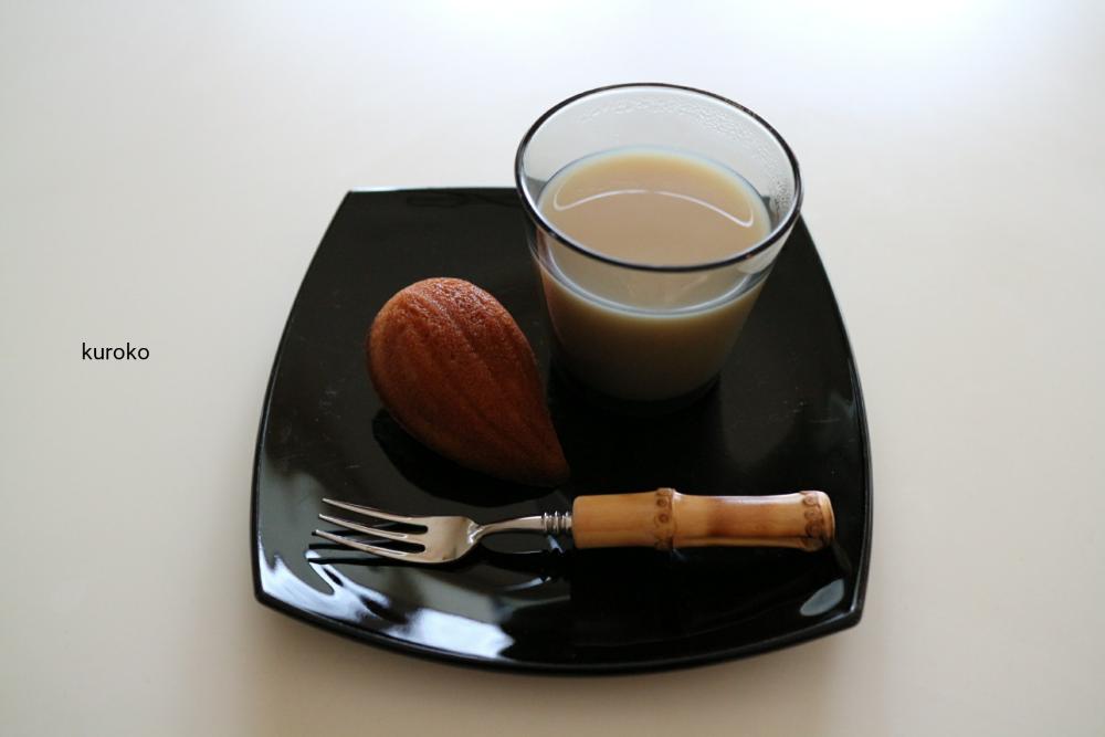 暖かい紅茶を入れたイッタラのコップ