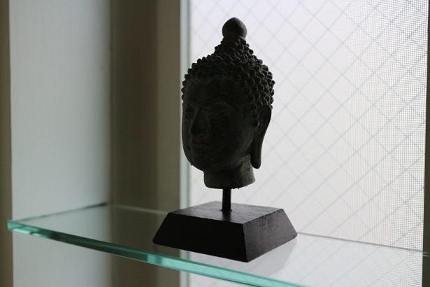 洗面所に置いた仏頭の画像