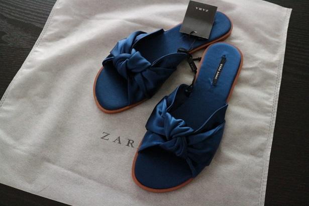 ZARAのフラットサンダルの画像